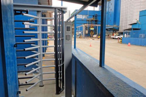 Alphatronics Toegang Tot Fabriek Via Draaikruis