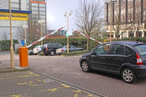 Alphatronics Dubbele Slagboom Parking Aan Parking