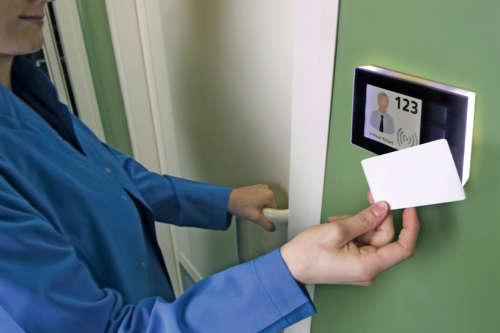 Alphatronics deurbode met 3 knopen en contactloze kaartlezer