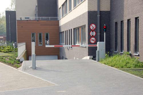 Alphatronics toegangscontrole met slagbomen voor parking van een woon zorg centrum